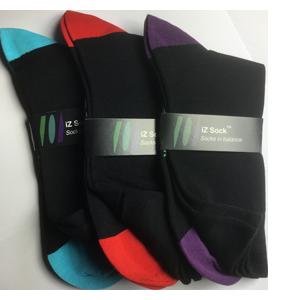 Image of   3 pak iZ socks bambus, lækre strømper. Sort med Rød, lilla og turkis. 1 af hver